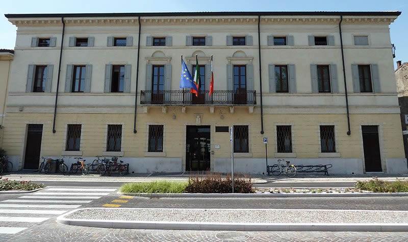 cose-da-vedere-san-giovanni-lupatoto-palazzo-municipio1